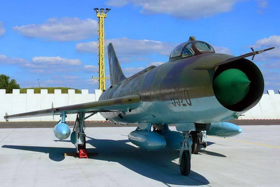 Сухойсу-22 -истребитель-бомбардировщик