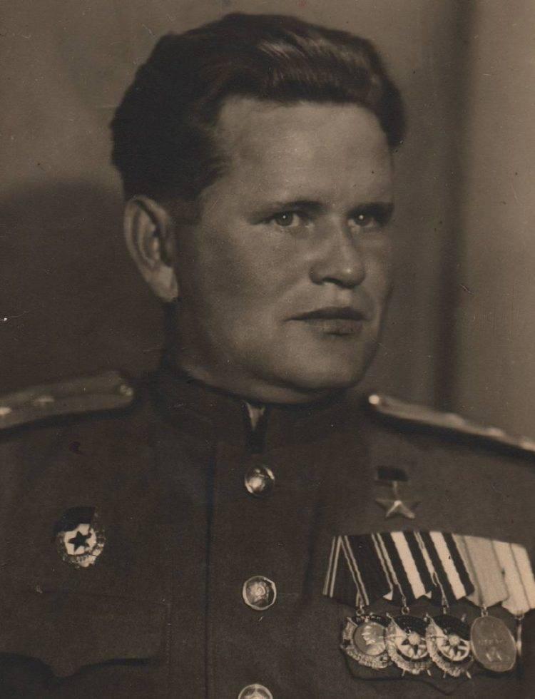 5 героев сталинградской битвы. василий григорьевич зайцев василий григорьевич зайцев родился 23 марта 1915 года в селе еленинка полоцкой станицы верхнеуральского. - презентация