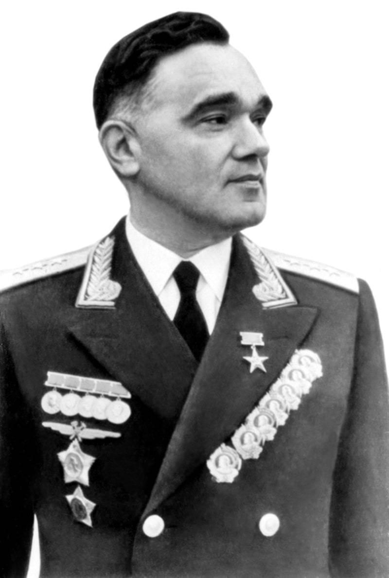 Александр яковлев — об авторе