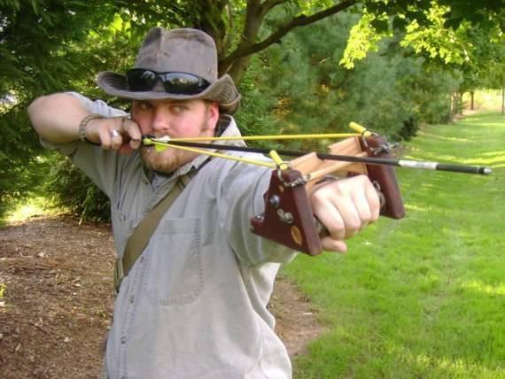 Охотничья рогатка: техника стрельбы, советы по выбору, мастер-класс по изготовлению